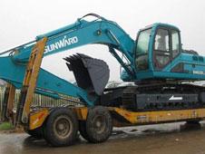 运输挖掘机用什么物流 挖掘机运输低平板拖车