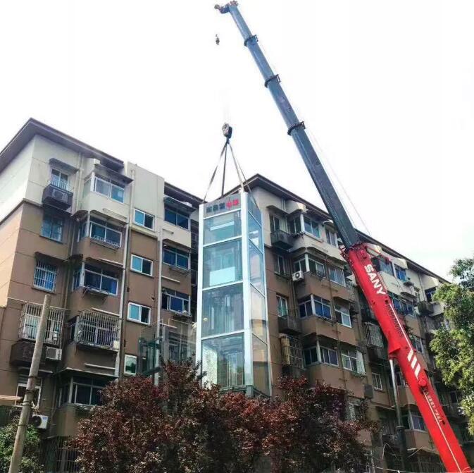 小区内实施吊装电梯作业